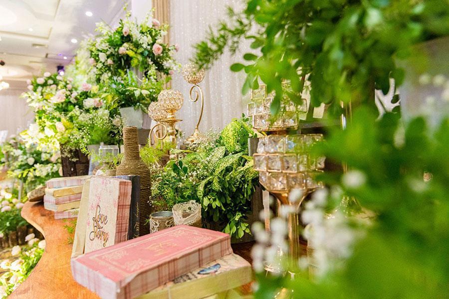 Bí quyết vàng giúp cô dâu xinh đẹp hơn khi đặt tiệc cưới